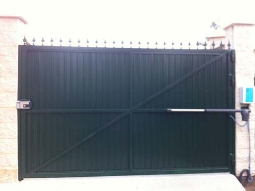 Puertas automaticas abatibles o batientes portagal - Puerta acero galvanizado ...