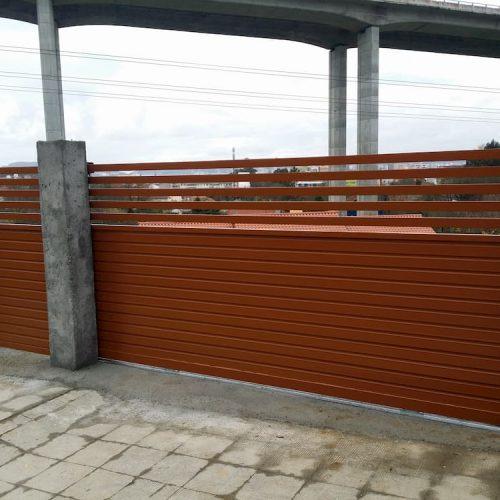 puerta-abatible-acero-galvanizado-1