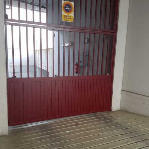 puerta-abatible-acero-galvanizado-4