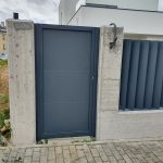 puerta-abatible-panel-sandwich-1