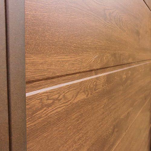 puerta-abatible-panel-sandwich-imitacion-madera