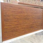 puerta-abatible-panel-sandwich-imitacion-madera-clara