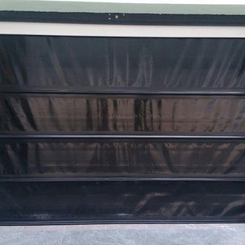 puerta-automatica-lona-negra