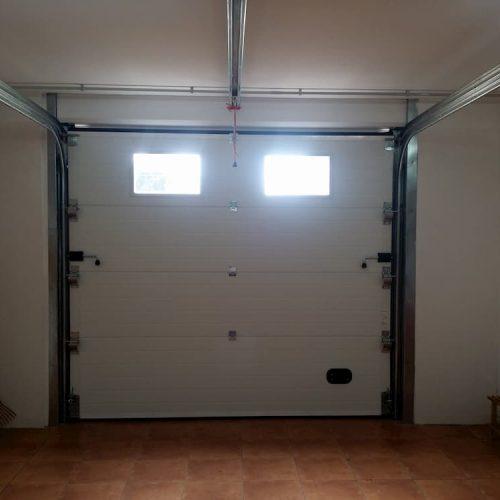 puerta-automatica-seccional-con-ventanas