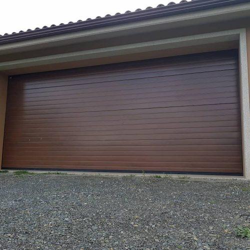 puerta-automatica-seccional-efecto-madera-oscura