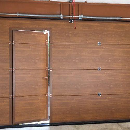 puerta-automatica-seccional-efecto-madera-puerta-peatonal