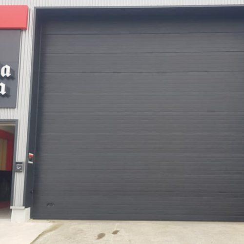 puerta-automatica-seccional-industrial-negra