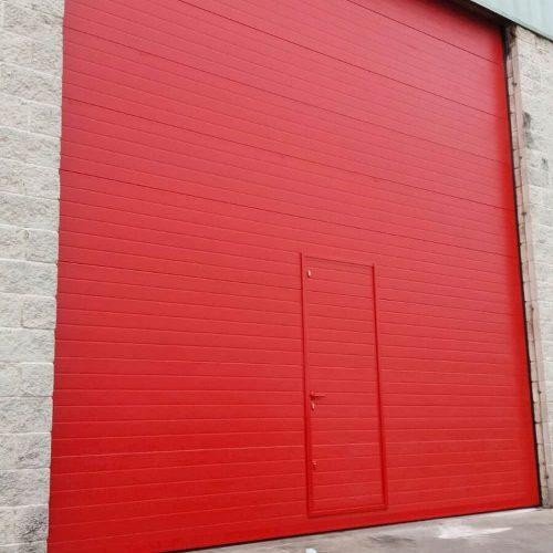 puerta-automatica-seccional-industrial-puerta-peatonal