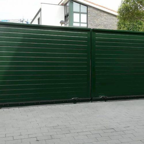 puerta-corredera-panel-sandwich-verde