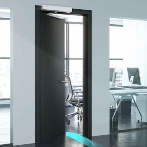 puerta-cristal-abatible-negro-1
