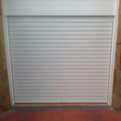 puerta-enrollable-ciega-blanca