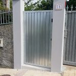 puerta-peatonal-acero-galvanizado-gris