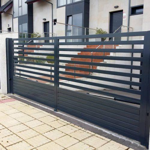 puerta-peatonal-acero-galvanizado-y-corredera