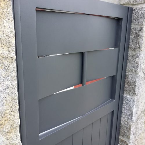 puerta-peatonal-aluminio-modelo-fortaleza-detalle