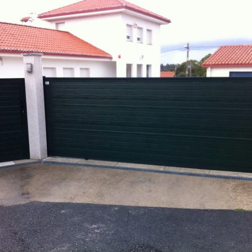 puerta-peatonal-panel-sandwich-verde