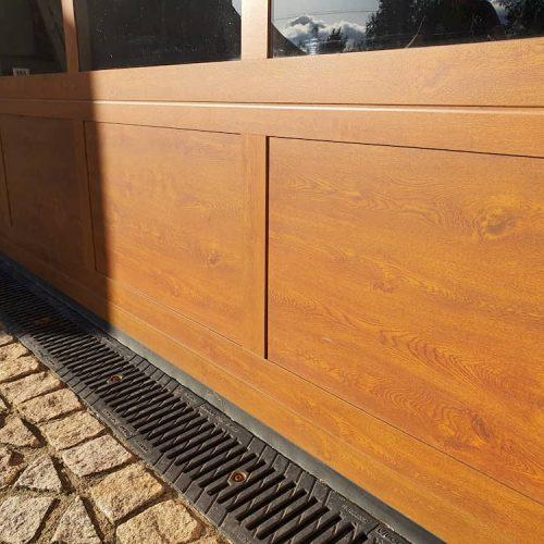 puerta-seccional-cristal-detalle-madera